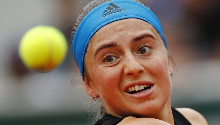 Ostapenko pārvar 'French Open' dubultspēļu turnīra pirmo kārtu