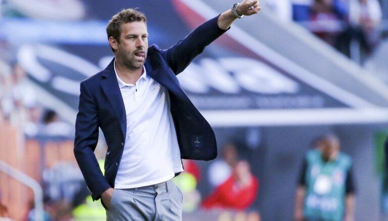 'VfB Stuttgart' atbrīvo galveno treneri Vaincīrlu
