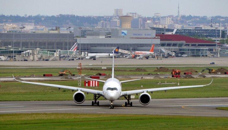 Новый лайнер Airbus A350 совершил первый полет