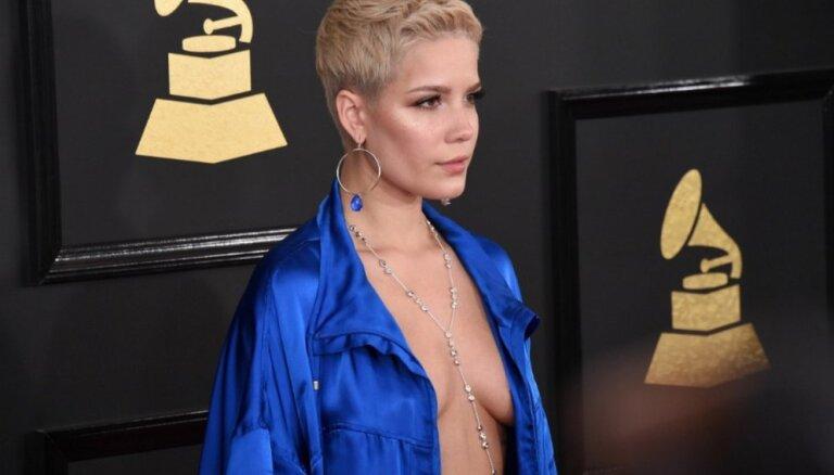 ФОТО: Роскошные платья, декольте и модные провалы на церемонии Grammy