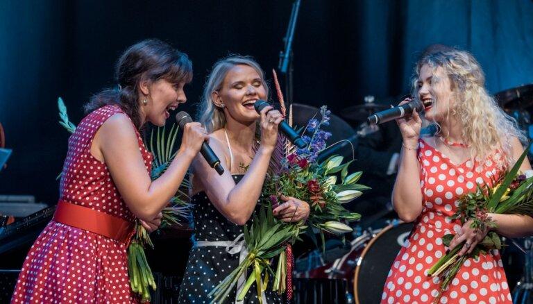 Foto: 'Džezā tikai meitenes' – Liepājā skan retro džeza mūzikas pērles