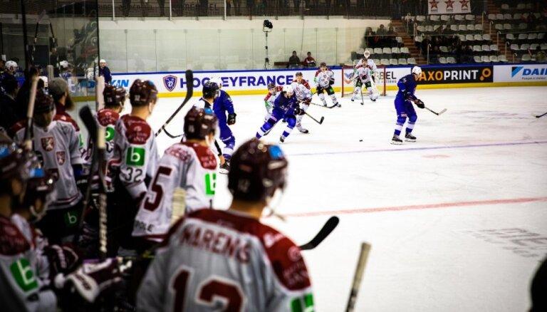Foto: Latvijas hokeja izlase ar uzvaru sāk pārbaužu spēļu ciklu pirms PČ