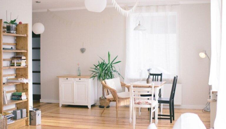 Pārsteidzīgs eiroremonts un atgriešanās pie sākotnējā – stāsts par mājas pārvērtībām Liepājā