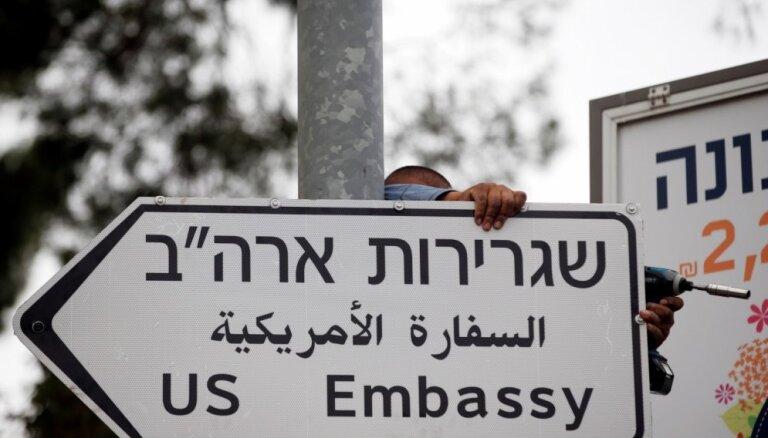 Jeruzalemē parādās ceļazīmes ar uzrakstu 'ASV vēstniecība'