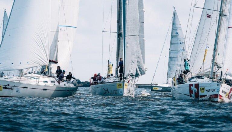 'GoRR': Lēna vēja apstākļos mazākās laivas Roņu salā finišē tikai nākamajā rītā