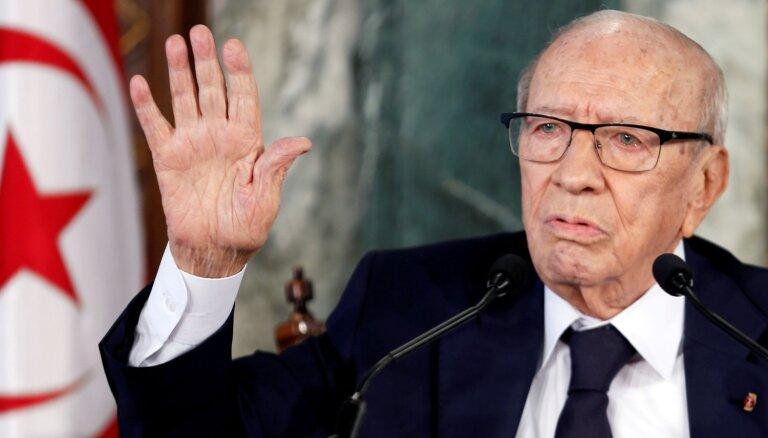 Miris Tunisijas pirmais demokrātiski ievēlētais prezidents
