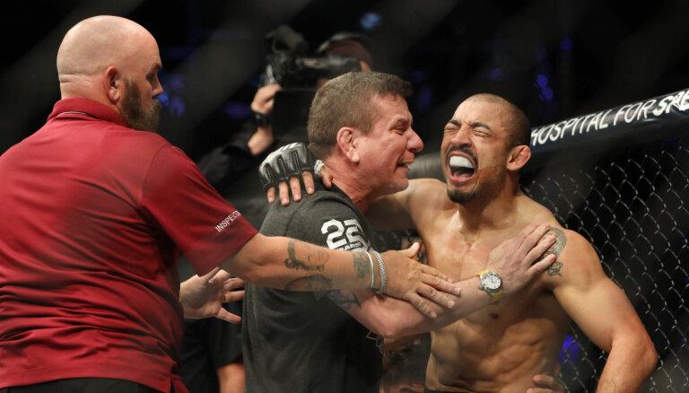 ВИДЕО: Пальцем в глаз. Бой UFC в Мехико завершился скандалом