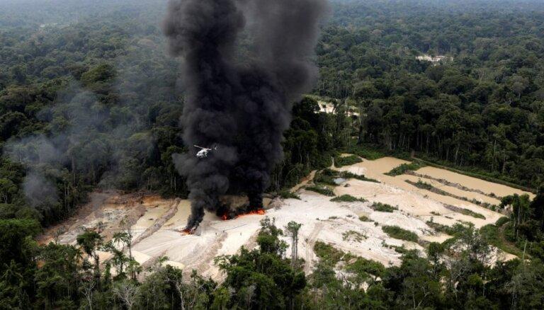 Foto: Karavīru cīņa ar nelegālajiem Amazones džungļu uzracējiem