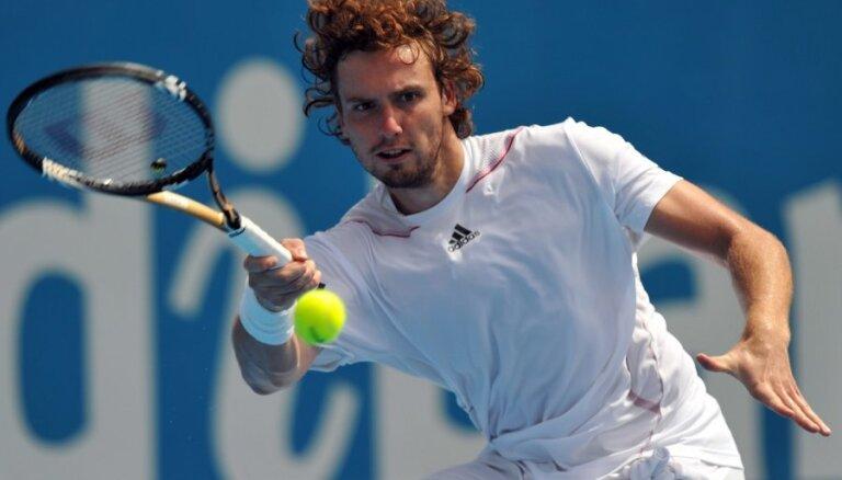 Gulbis pārliecinoši piekāpjas Bekeram un izstājas no 'Australian Open'