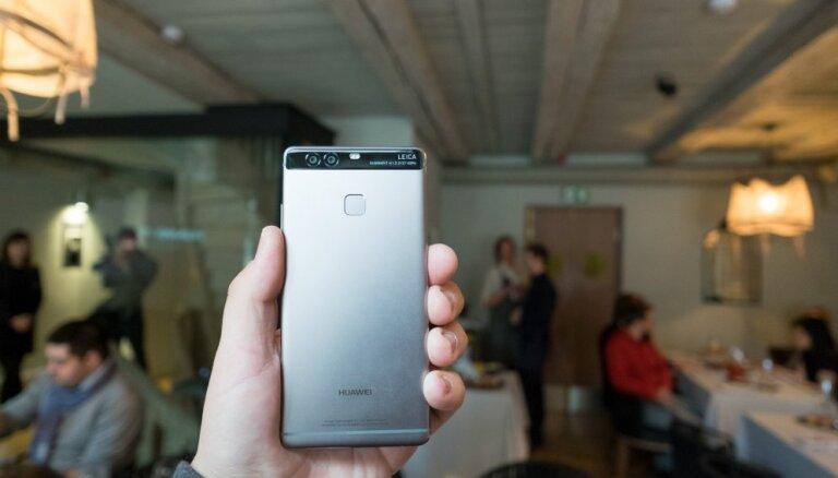 Latvijā parādīts jaunais 'Huawei P9' viedtālrunis ar divām 'Leica' fotokamerām