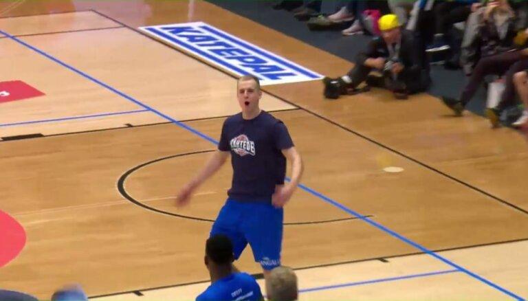 Dārgais uzvar 'Olybet' līgas Zvaigžņu spēles 'slam dunk' konkursā