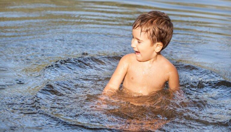 Slimība, kas tiek dēvēta par peldētāja ausi. Kas jāņem vērā peldoties