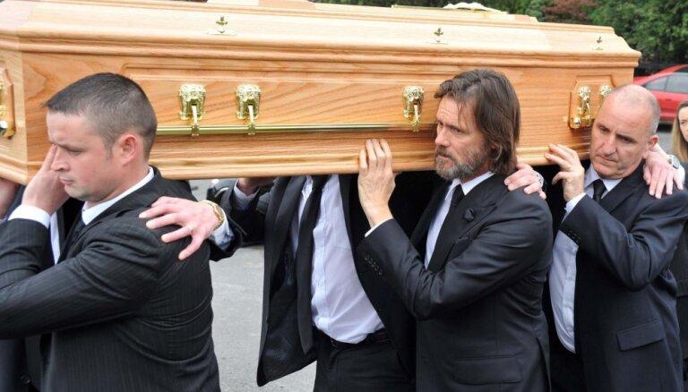 Foto: Džima Kerija draudzene guldīta zemes klēpī