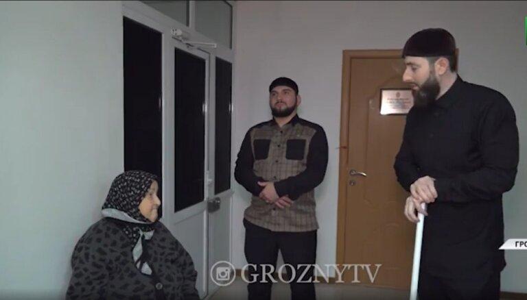 Čečenijā 'par buršanos' aizturētas sievietes