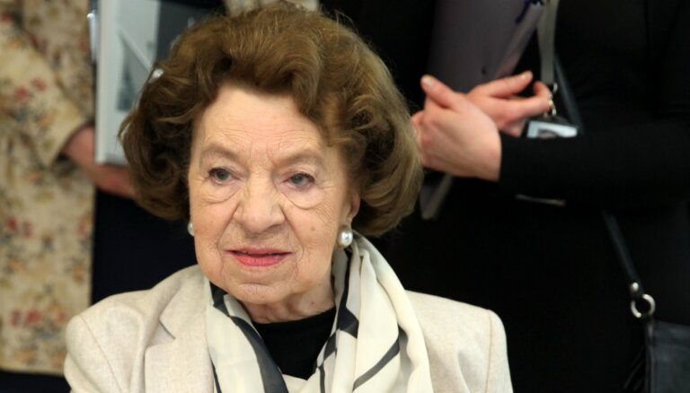 Diplomāte Aina Nagobads-Ābols svin 100. jubileju