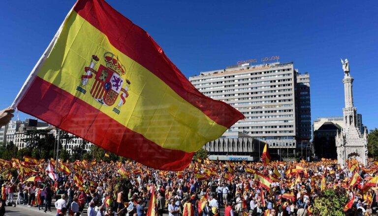 Spānijas valdība uzdod simtiem municipalitāšu aizvākt Franko ēras simbolus