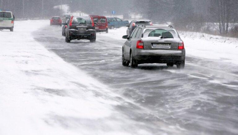 Padomi drošai autovadīšanai ziemā