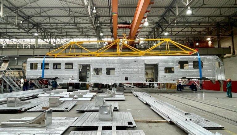 Sākta pirmā jaunā elektrovilciena virsbūves montāža