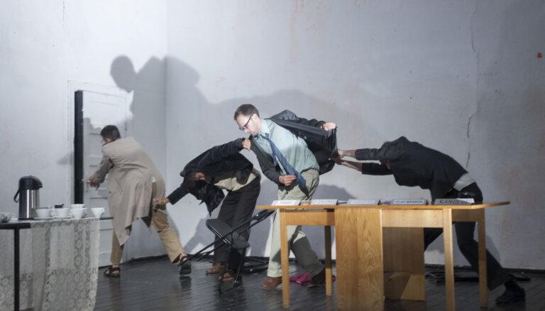 Foto: Vilkaču un raganu prāvas jaunajā ĢIT izrādē