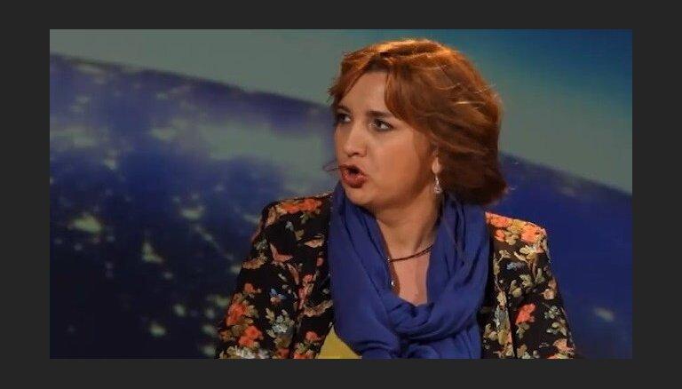 Sipeniece un Krauze izsmej Putina varoņdarbus
