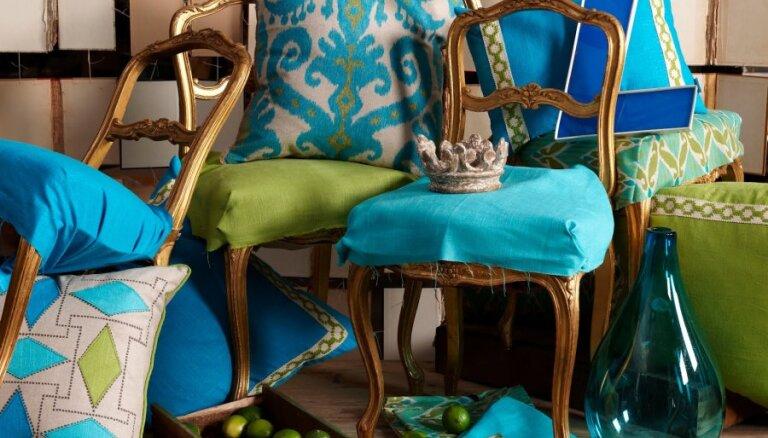 Zilās un brūnās krāsas kombinācijas interjerā