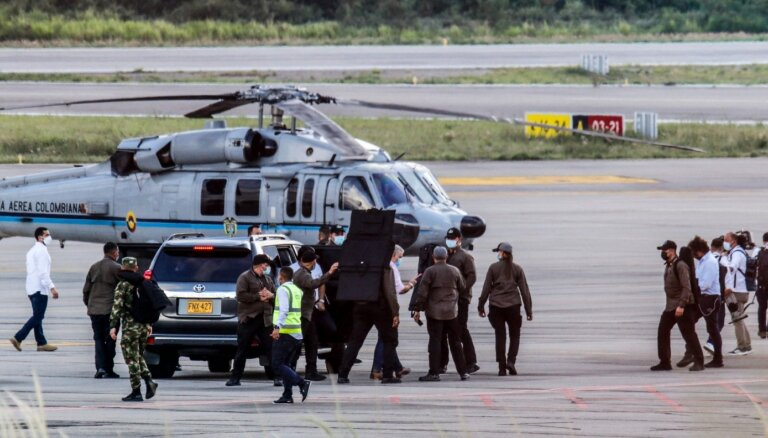 Kolumbijā apšaudīts prezidenta Ivana Dukes helikopters