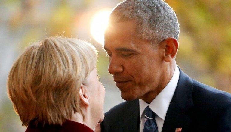 Merkele atvadījusies no prezidenta Obamas ar asarām acīs, atklāj memuāri