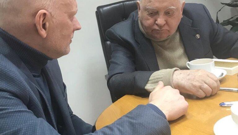 Hermanis Maskavā ticies ar Gorbačovu