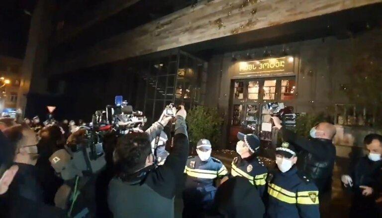 Video: Poznera dzimšanas dienas svinības izsauc protestu naksnīgajā Tbilisi