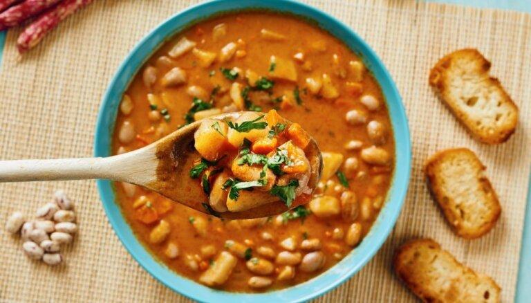 Fiksās zupas – aizņemtu vecāku glābiņš: 24 receptes vakariņām 30 minūtēs