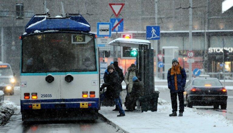Rīgas dome turpmāk centīsies savlaicīgi izsludināt 'puteņa biļetes'