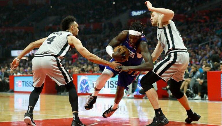 Bertāns paliek bez punktiem 'Spurs' zaudējumā Losandželosas 'Clippers'