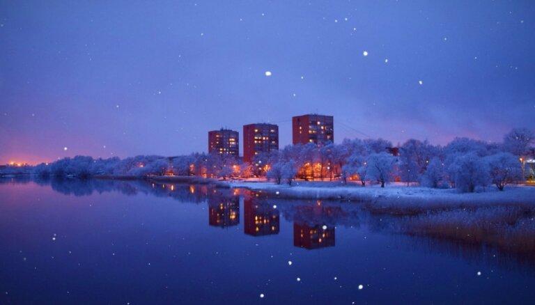 ФОТО. Как выглядели заснеженные Пардаугава и Марупе вечером 30 марта