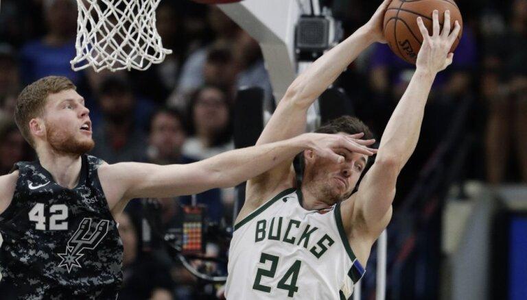 Dāvim Bertānam pieci punkti uzvarā pret NBA līderiem