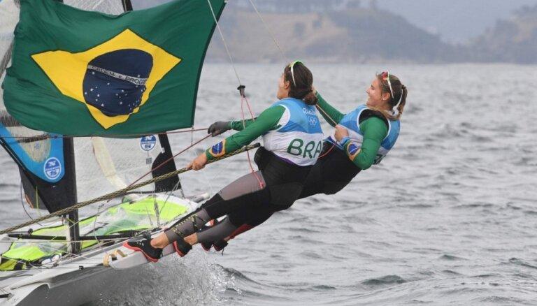 Sadalīti pēdējie medaļu komplekti Rio olimpisko spēļu burāšanas sacensībās
