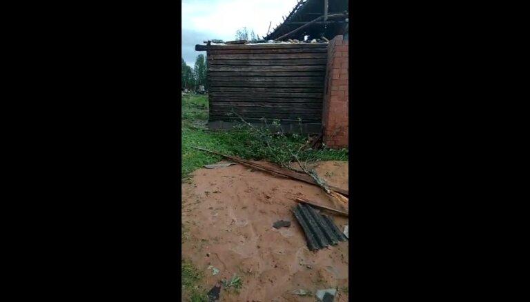 Vētras postījumi Lazdukalna pagasta 'Mežmalās'