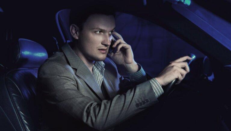Mobilo sakaru operatori: satiksmes drošība jāuzlabo nevis ar aizliegumiem, bet inovācijām