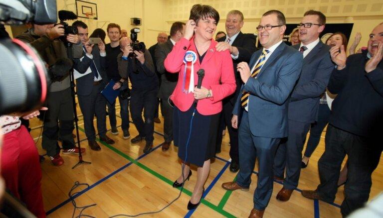 Ziemeļīrijas vēlēšanās ar niecīgu pārsvaru uzvar probritāniskā partija