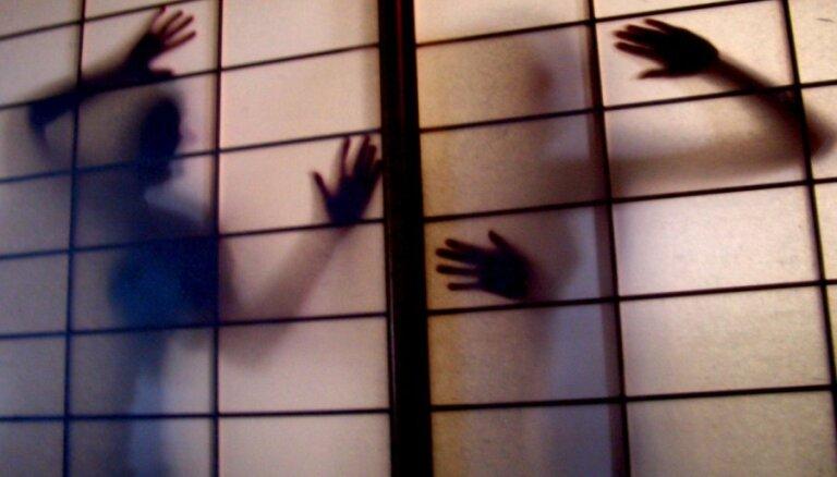 EK: Cilvēktirdzniecība un mūsdienu verdzība ES kļūst aizvien izplatītāka