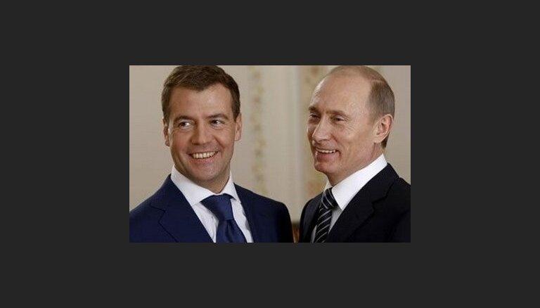 Медведев выдвинул Путина в президенты России