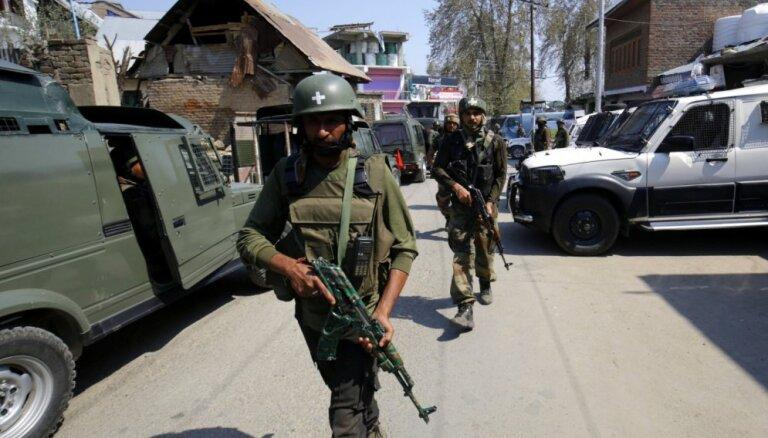 Pakistāna un Indija ziņo par savstarpējām sadursmēm Kašmiras reģionā