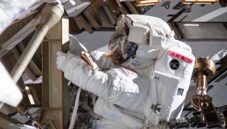 Женщинам на МКС не хватило скафандров для выхода в открытый космос