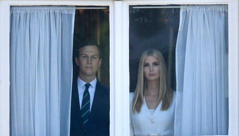 Ļaudis uzjautrinās par Trampa meitas un znota 'foto no šausmu filmas'