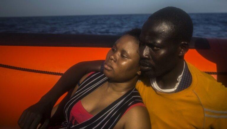 ANO: Vidusjūru šķērsojušu migrantu skaits pārsniedz 300 000