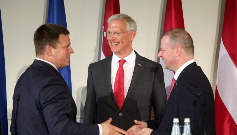 """ФОТО: Как премьеры стран Балтии отпраздновали в Риге 30-летие """"Балтийского пути"""""""