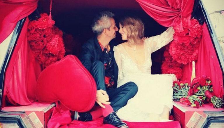 Pavedinoša deja vīram un katafalks: ieskats Sobčakas provokatīvajās kāzās