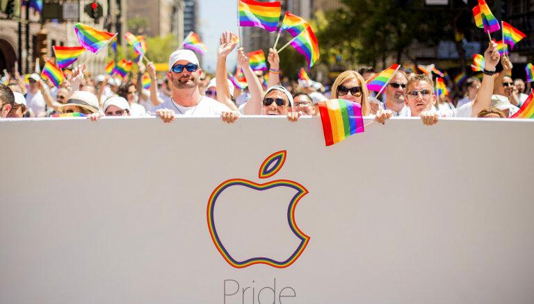 Krievijas iedzīvotājs 'Apple' iesūdz tiesā par 'novešanu līdz homoseksualitātei'