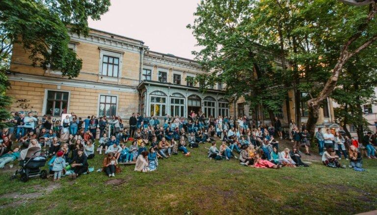 Ar anša uzstāšanos atklās fon Stricka villas dārza bezmaksas koncertsēriju