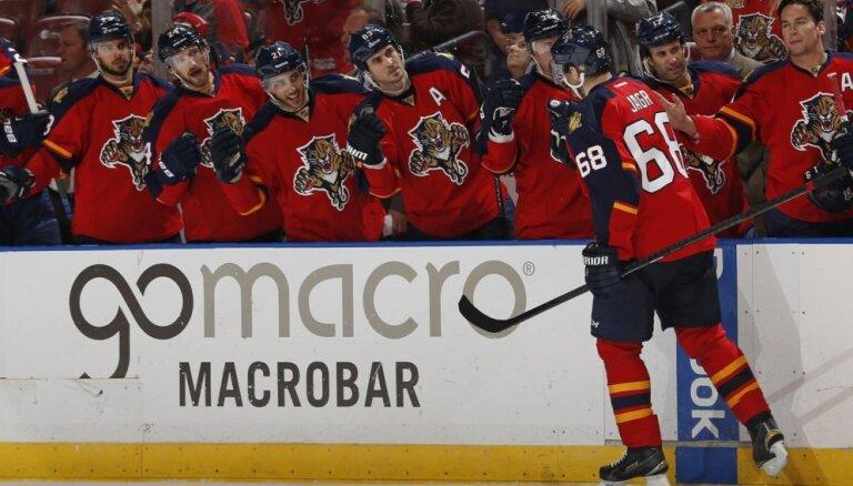 Jāgrs ielaužas NHL visu laiku labāko vārtu guvēju TOP 5