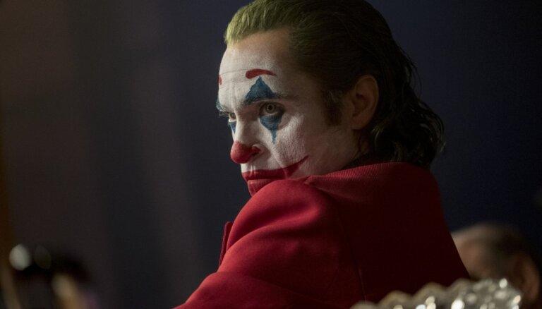 Izdevums: Hoakinam Fīniksam piedāvāti 50 miljoni dolāru par diviem 'Džokera' turpinājumiem